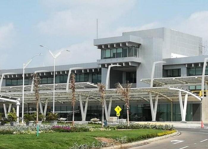 Documento fachada del aeropuerto